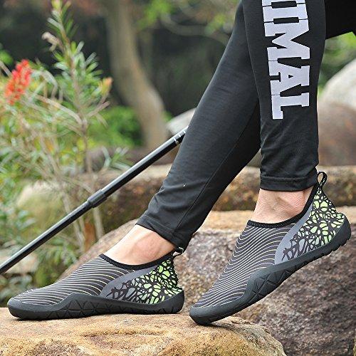 UNN Männer Barfuß Quick-Dry Aqua Flexible Socken Slip On Water Schuhe mit Entwässerung Loch Dunkelgrau