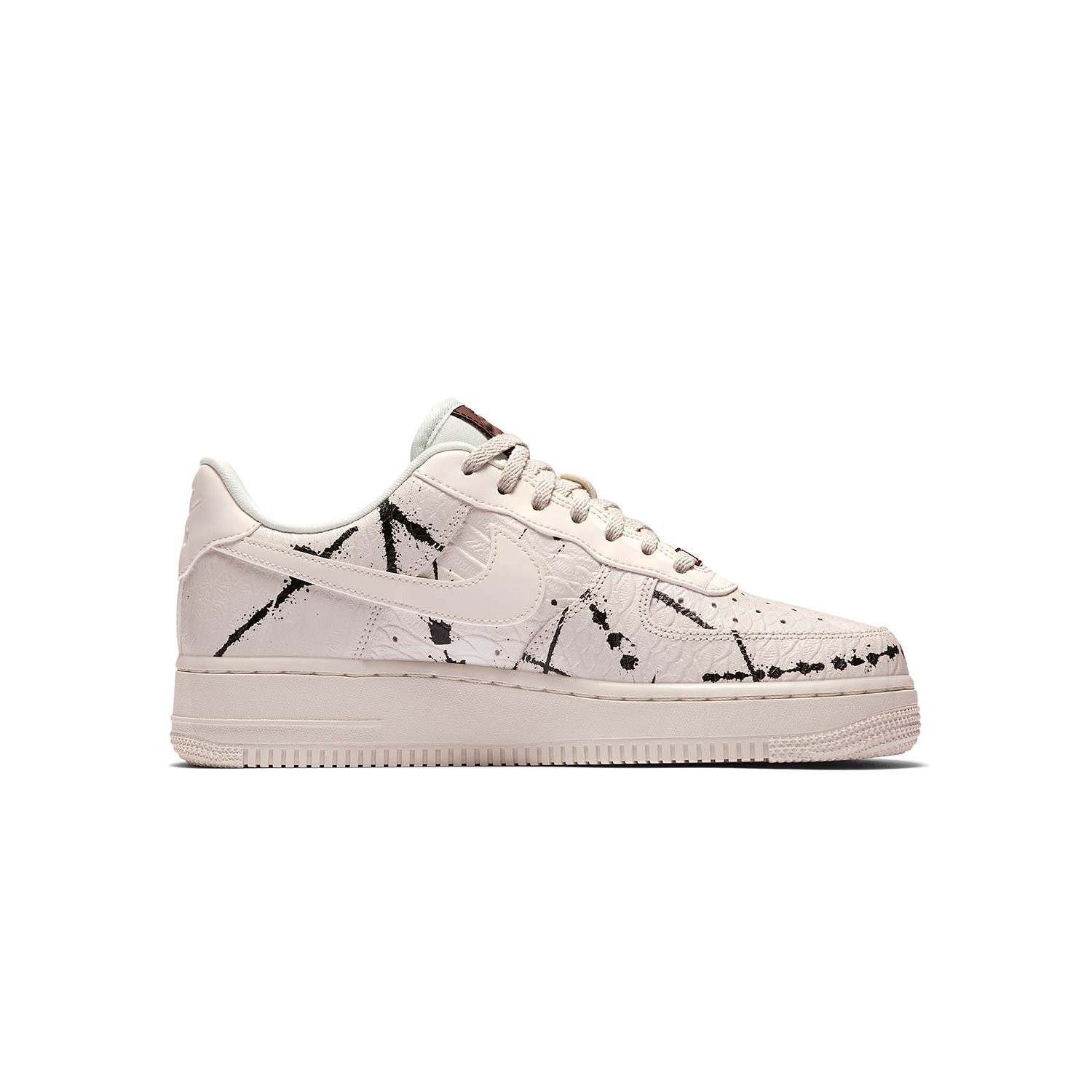 7150e9733cd Nike Women s Air Force 1  07 LX White 898889-007 (Size  5.5)  Amazon.co.uk   Shoes   Bags