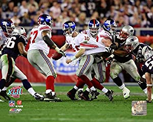 "New York Giants Eli Manning ""The Escape"" from Super Bowl XLII 8x10 Photo Picture"