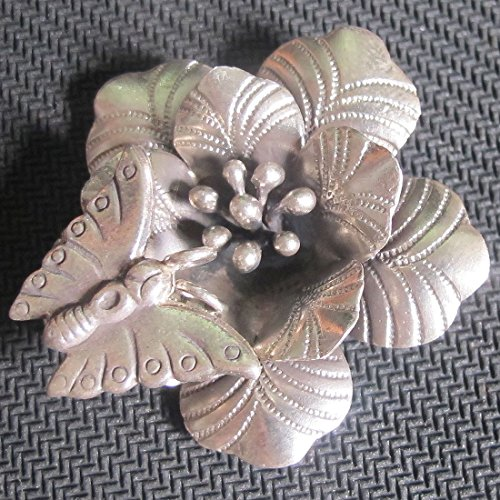 ThaiJewelry BEAUTIFUL WEIGHT APPROX. 13.61 GRAMS BEAUTIFUL & CUTE FLOWER & SMALL BUTTERFLY FLOWER SIZE 40x40 MM. REALLY NICE FLOWER PENDANT WITH RING FOR SMALL BUTTERFLY (KAREAN PENDANT BOX 5-A2)
