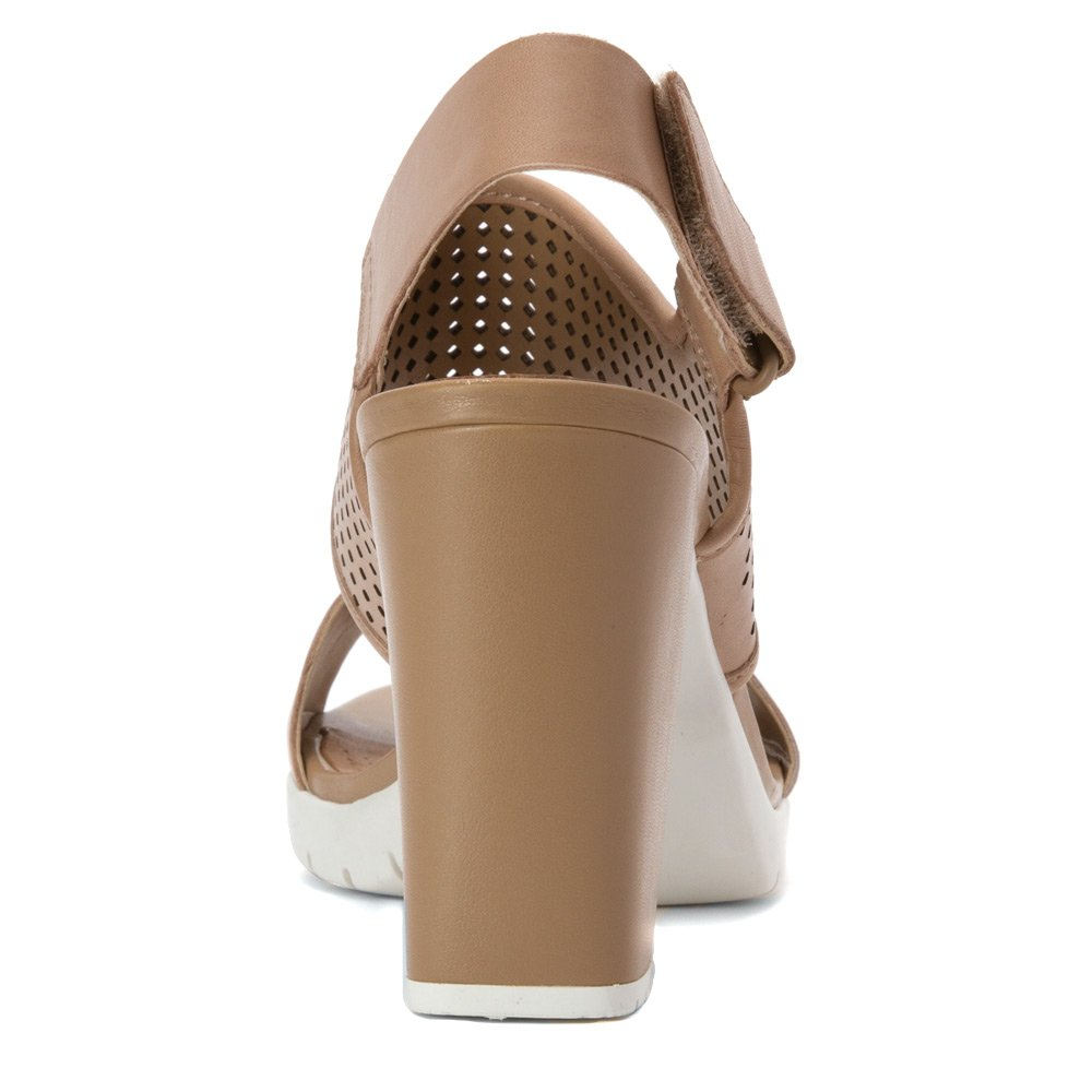 c777a7df4ba1 Clarks Women s Artisan Pastina Malory Open Toe Leather Sandals Sand Leather  12 B(M) US  Buy Online at Low Prices in India - Amazon.in