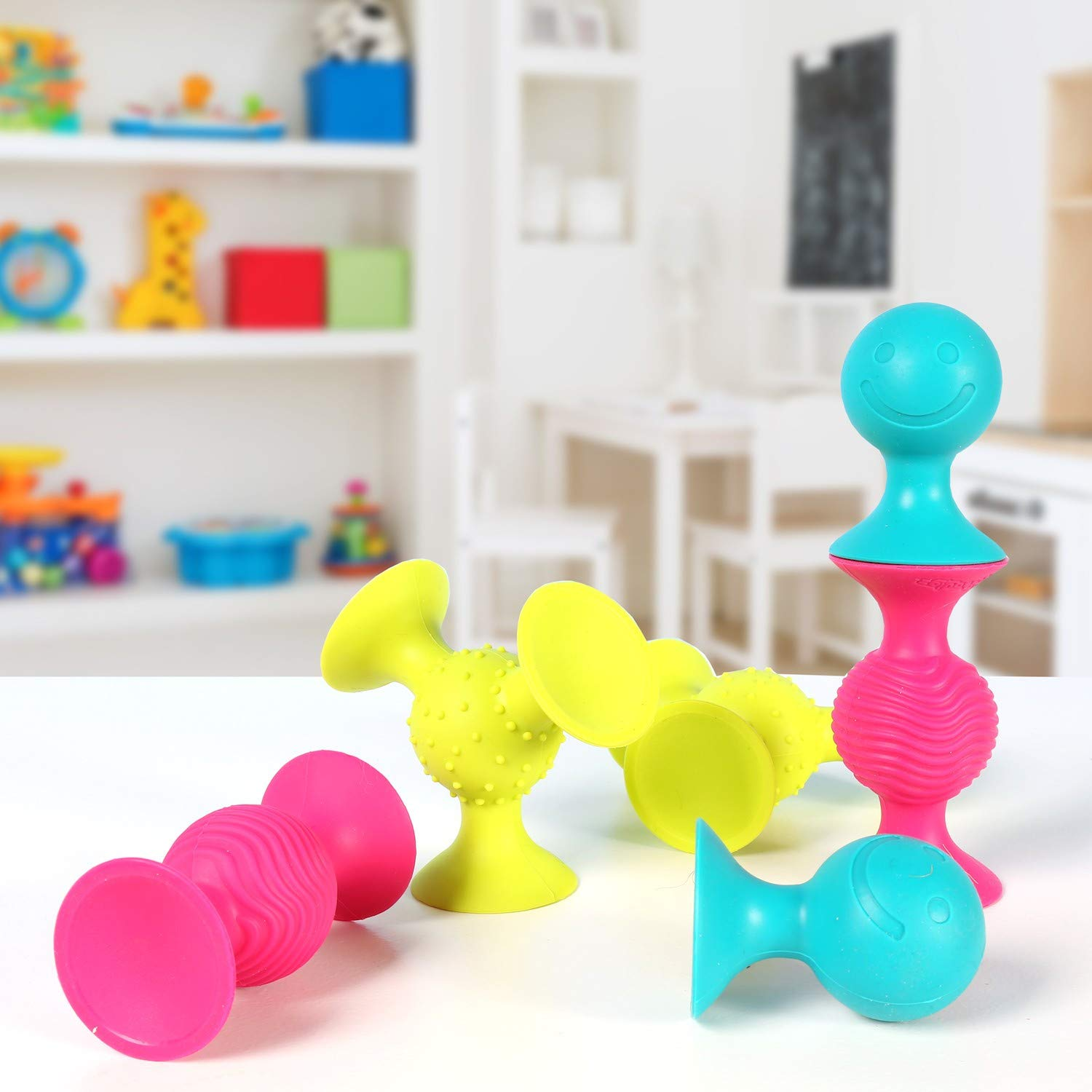 Fat Brain Toys PipSquigz 6 Piece Set with Storage Bag - Exclusive Rattle Suction Toy Building Set with Bonus Carrying Case - BPA-Free by Fat Brain Toys (Image #6)