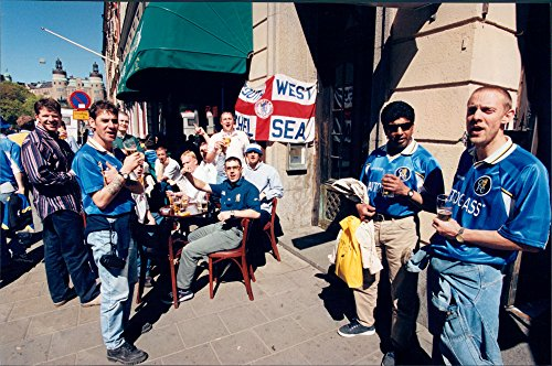 Stuttgart Beer - Vintage photo of Fan to Chelsea uploads with beer at school stage at a pizzeria before the UEFA Cup final against Stuttgart