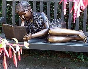 liegendes niña leyendo, Figura de bronce