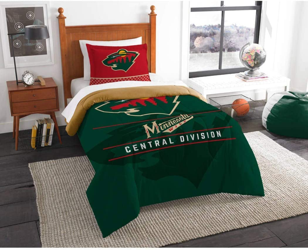 B62830000 570B6783000001 EN Hockey League Wild Bedding 2 Piece Comforter Twin Set, Sports Patterned Team Logo Fan Merchandise Athletic Team Spirit, Red Green Brown, Polyester Unisex