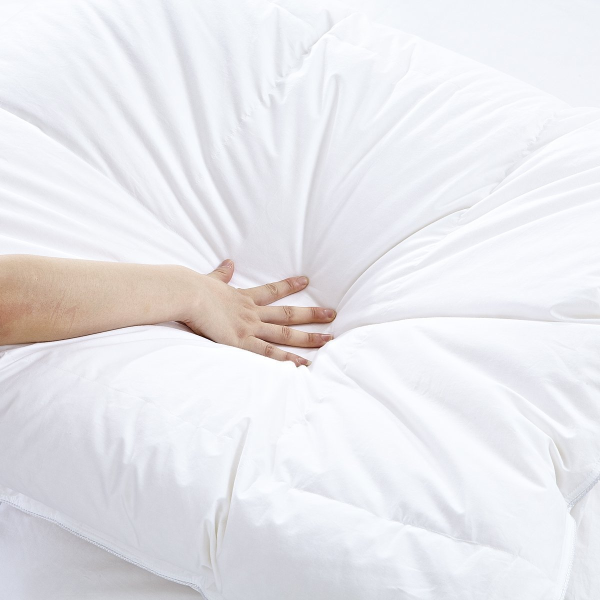 White Goose Down Comforters King/Cal King Size 600 Thread Count 100% Cotton 700 + Fill Power Shell Down Proof-Solid White Hypo-allergenic with Corner Tabs by SHEONE (Image #4)