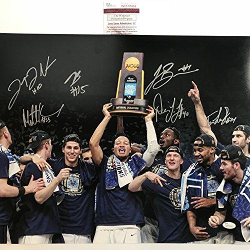Basketball Signed Team (Autographed/Signed 2018 Villanova Wildcats Team 6 Autos 16x20 Basketball Photo JSA COA Donte DiVincenzo Jalen Brunson Mikal Bridges +3)