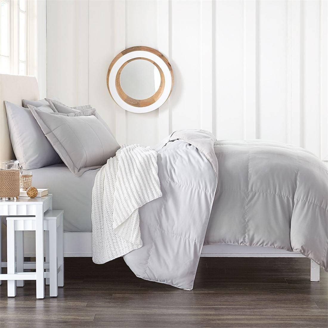 BrylaneHome Studio Reversible Baffle Box Comforter (Gray Silver,Full)