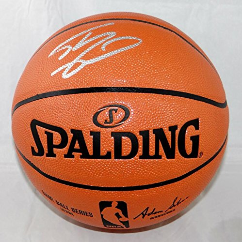 Shaquille O'Neal Autographed Official NBA Spalding Basketball - Beckett Auth ()