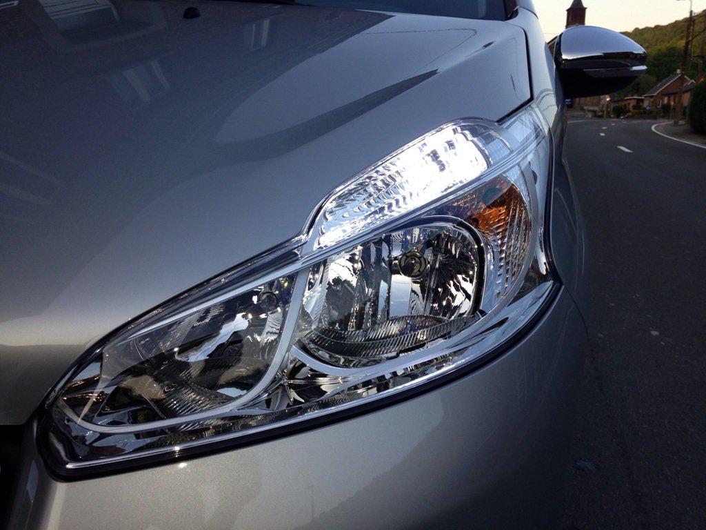 Pack de 2 faros LED de luz de día, color blanco, de xenón, para Peugeot 208.: Amazon.es: Coche y moto