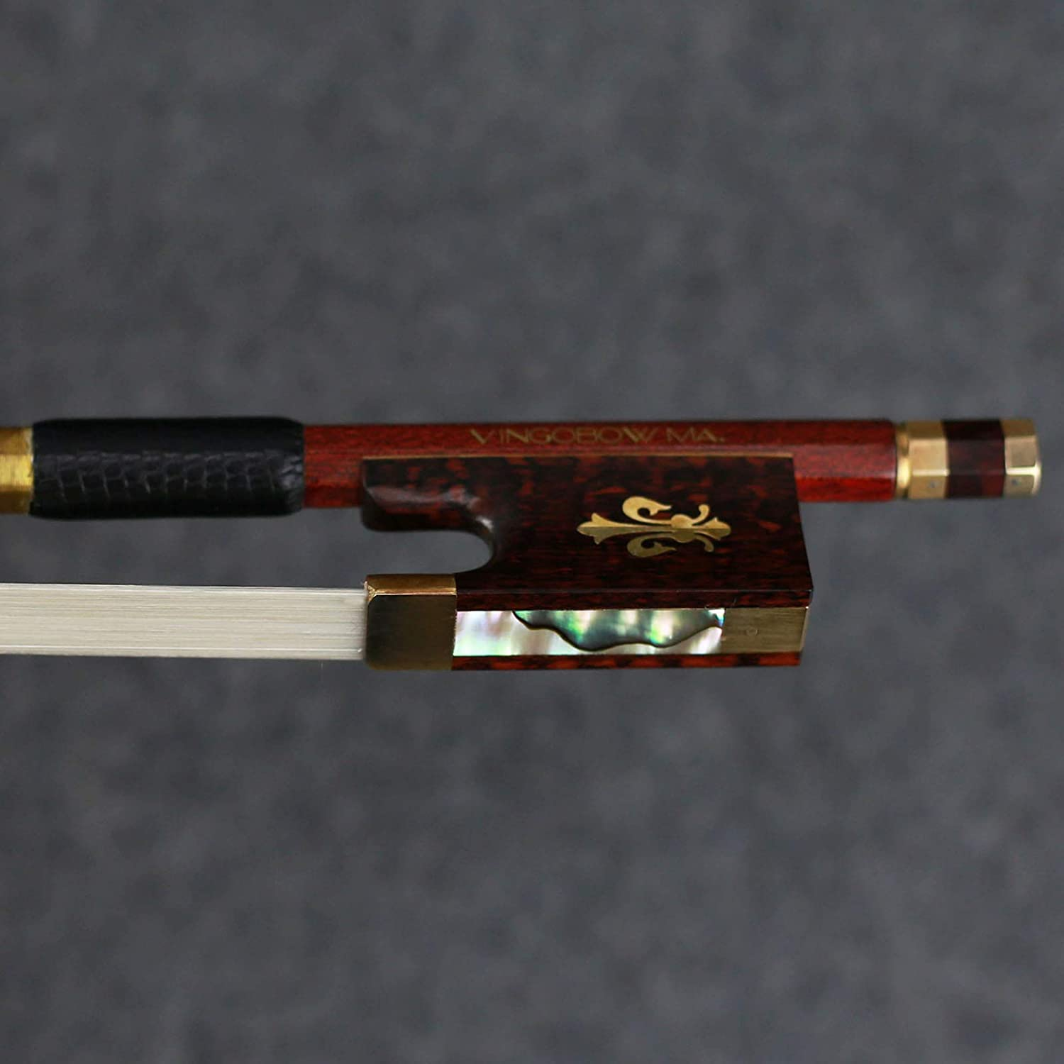 Carbon Fiber Core Hybrid Peranmbuco Skin Violin Bow 4//4 Size VINGOBOW 127V Master Level Fleur-de-lys Snakewood Frog 4 4 Full Straight Premium Natural Horse Hair for Porfessional Player
