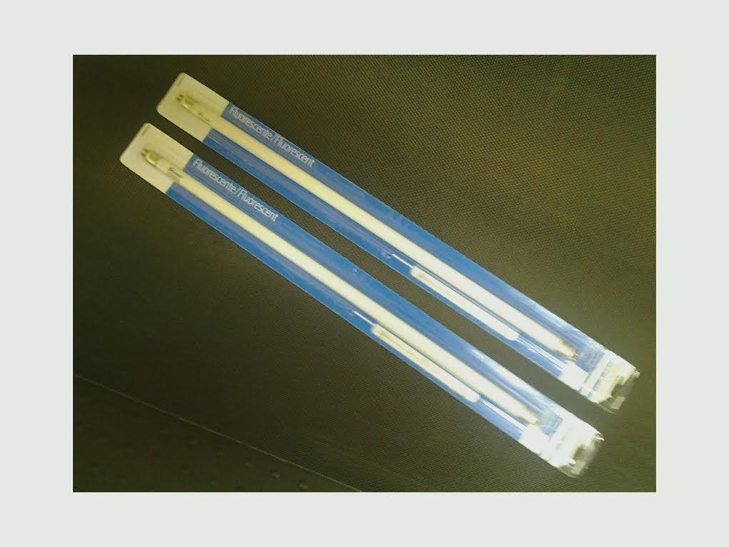 Westek 20125 - FA200WBC - 16 Watt T4 Warm White Fluorescent Light Bulb (17'' Length) (Pack 2)