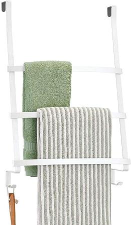 mDesign Colgador de toallas para puerta – Toallero escalera para colocar en el baño sin tornillos – Moderno organizador colgante con tres barras y dos ganchos para colgar – blanco: Amazon.es: Hogar