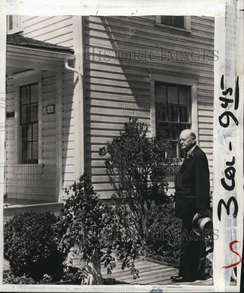 Historic Images -1955 Press Photo United States Former President Herbert Hoover at Old Home, OR