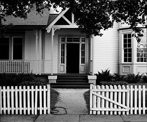 A LOVELY COTTAGE WITH WHITE PICKET FENCE Cottage Fence