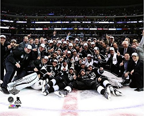 """Los Angeles Kings 2014 NHL Stanley Cup Champions Team Celebration Photo (Size: 8"""" x 10"""")"""