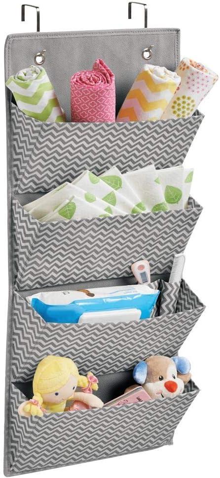 mDesign colgador ropa - Organizador armarios con 4 bolsillos de polipropileno transpirable - Perchero puerta multiusos ideal para el cuarto de los niños o el interior de sus armarios