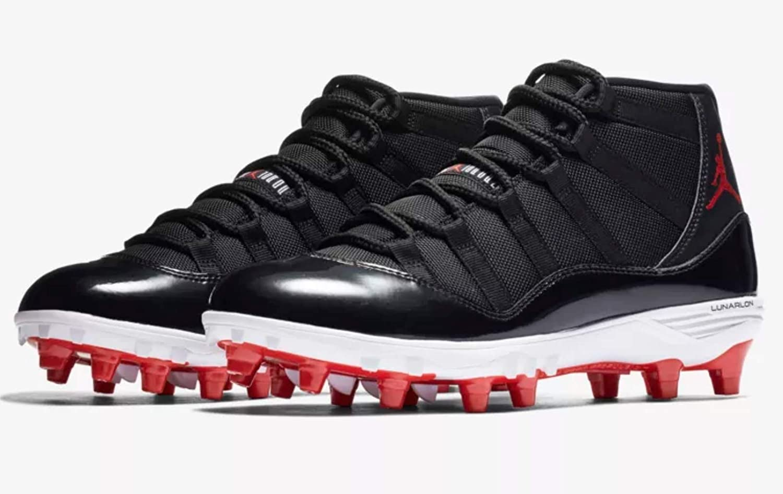 0b7b887116e Amazon.com | Nike Jordan XI Retro TD Men's Football Cleat - AO1561 (9 D(M)  US, Black/University RED-White) | Basketball