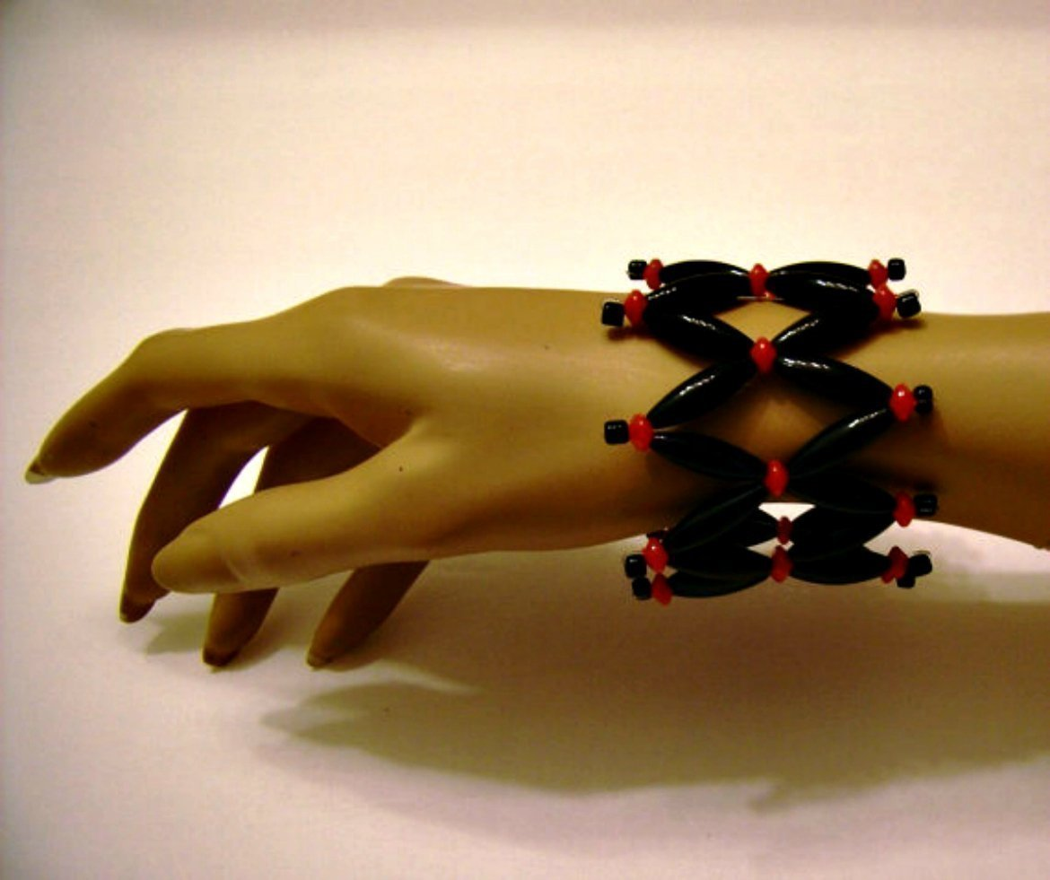 Gisele Gomez Handmade 7 Circumference Stretch Black and Red Beads Cuff Bracelet