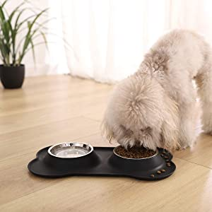 AmazonBasics Dog Bone Shaped Silicone Pet Bowl Combo