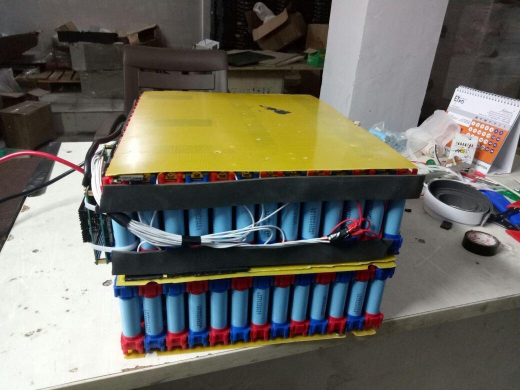 Vruzend DIY Batterie-Set für bis zu 52 18650 Zellen