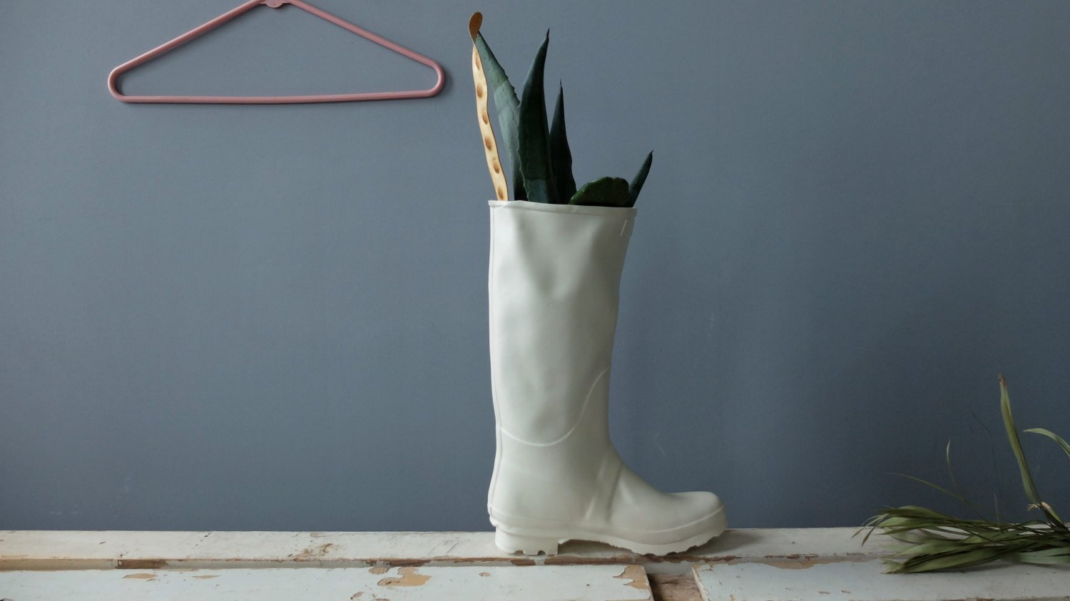 Amazon modern white ceramic rain boot vase for flowers amazon modern white ceramic rain boot vase for flowers funny shoe sculpture planter for indoor and outdoor plants by sind studio handmade reviewsmspy