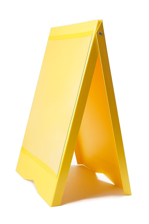 Cartel Acera Menu Sandwich Un signo bordo pavimento amarillo ...
