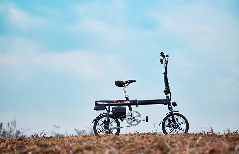 超小型 ボタン1つで自動伸縮 パナソニック製バッテリー 電動自転車 Airwheel R6 電動アシスト自転車 ブラック B07DZ6PDJY
