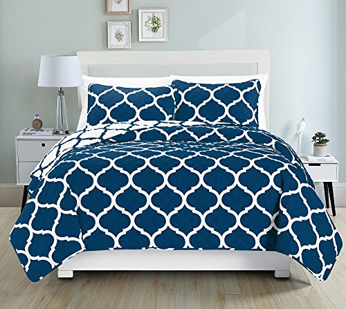 LuxuryDiscounts 3 Piece Elegant Reversible Geometric Print Quilt Bedspread Coverlet Bedding Set