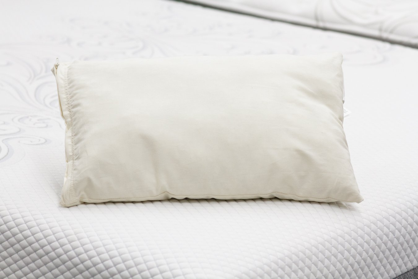 Wooliebees Soft Hypoallergenic Wool Pillows Covered in Soft 230 Thread Count Cotton. May Help Reduce Neck Pain Due to Its Adjustable Nature. Reduce Snoring and Sleep Comfortably on a Wooliebees Non-toxic and Chemical-free Pillow