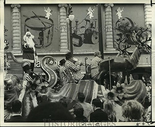 1970 Press Photo Santa Claus on a sleigh-styled float Christmas Parade - 8.25 x 10 in. - Historic Images
