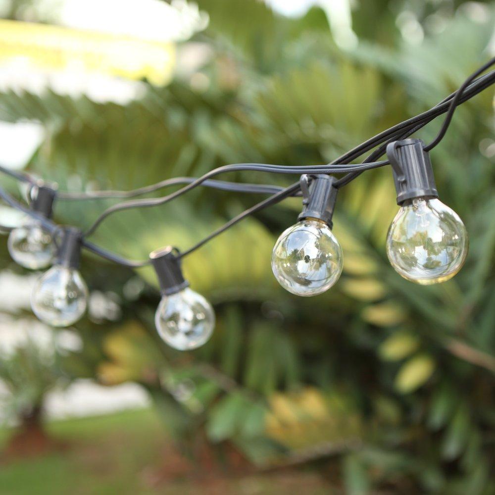 Guirlande lumineuse extérieure façon guinguette, vue de jour