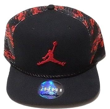 1a4d9bdf59 Nike Da uomo Jordan Jumpman camo trucker snapback cappello rosso/nero:  Amazon.it: Sport e tempo libero