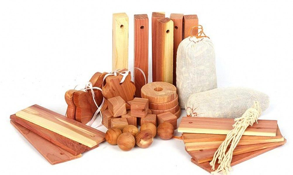 Moth Repellent Closet Protection Natural Aromatic Cedar Wood Chips Sachets Blocks and Balls for Drawers Storage (40 pieces) Venxic