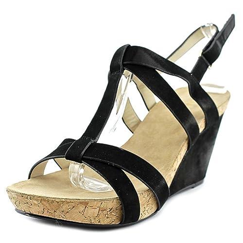 a6c200106e9 Amazon.com  Taryn Rose Women s Trini Wedge Sandal  Shoes