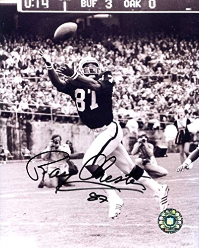 Raiders) Autographed /Original Signed 8x10 B&W Action-photo - He Helped Oakland Win Super Bowl XV in 1980 ()