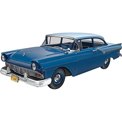 Revell 1957 Ford Custom 2-in-1 Plastic Model Kit: Toys & Games