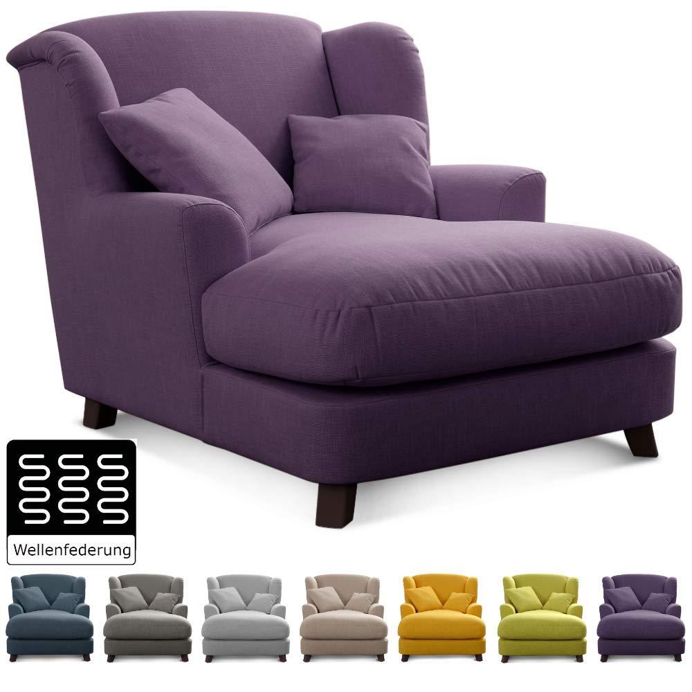 Cavadore XXL-Sessel Assado / Großer Polstersessel in lila mit Holzfüßen, großer Sitzfläche, Polsterung und 2 weichen Zierkissen / 109x104x145 (BxHxT)
