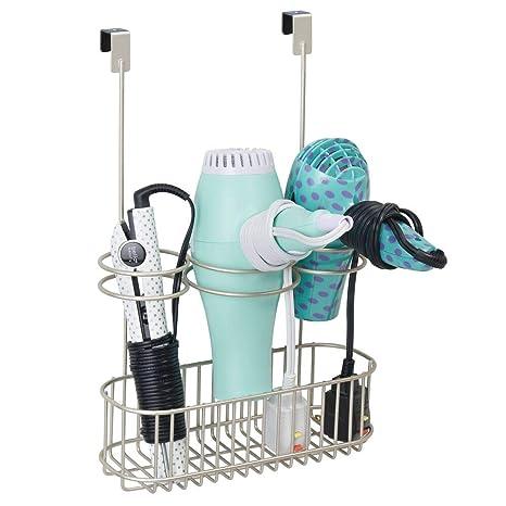 mDesign Soporte para secador de pelo sin taladro – Práctico colgador de puerta con cesta de