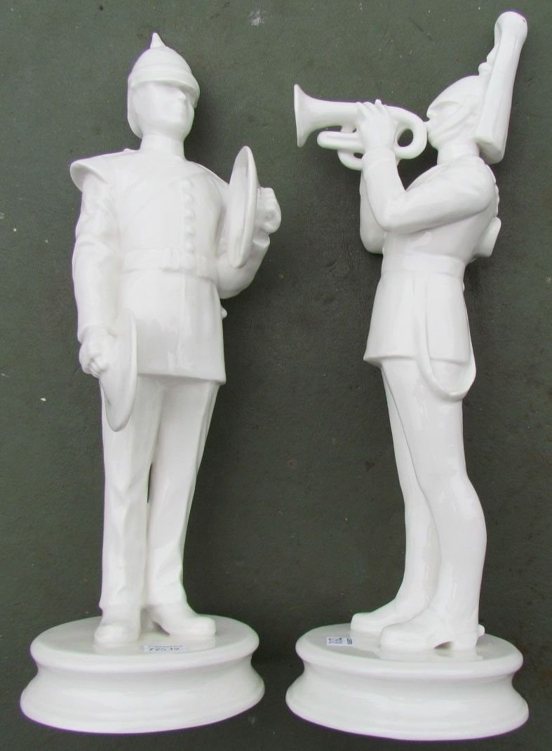 PAIR OF VINTAGE PORCELAIN FIGURINES - MILITARY MUSICIANS IN UNIFORM 13'' HEIGHT