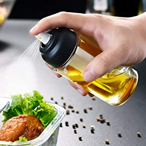 Olive oil sprayer ,150ML food-grade glass bottle with 360-degree rotating nozzle, sealed and oil-proof, can be used for cooking/barbecuing/salad use, with a complimentary oil brush