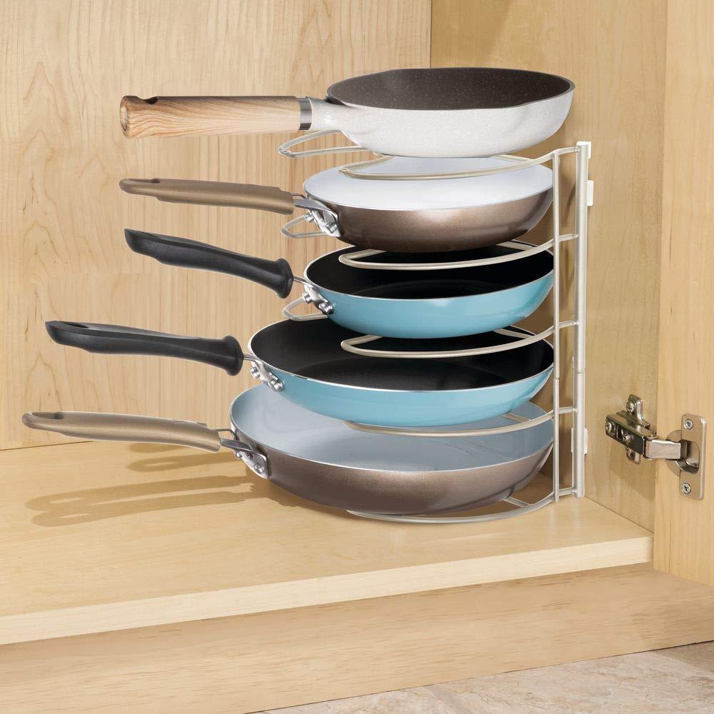 mDesign Scaffale cucina portapadelle argento opaco Organizer per padelle e coperchi Ideale per padelle e come portacoperchi con 4 scomparti