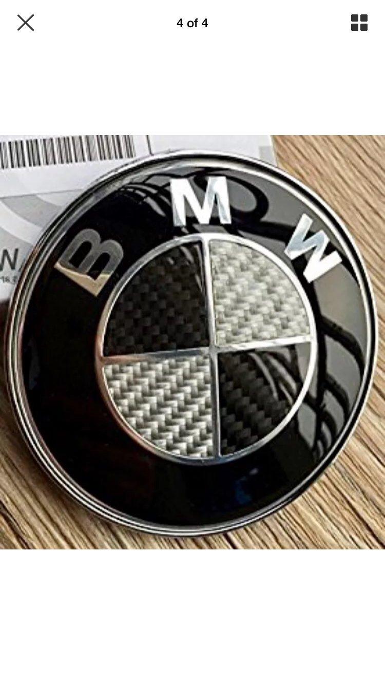 BMW BLACK CARBON FIBRE 74MM BOOT TRUNK BADGE EMBLEM / Fibre De Carbone Noir black Embleme Logo Bmw Coffre 74mm l'arrière E82, 3 Series E46 E90, Z Series E85