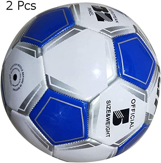 Los niños practican la pelota de fútbol Balón de fútbol para niños ...