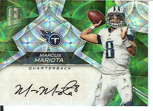Football NFL 2017 Spectra Signatures Neon Green #18 Marcus Mariota Auto 8/10 Titans by Panini
