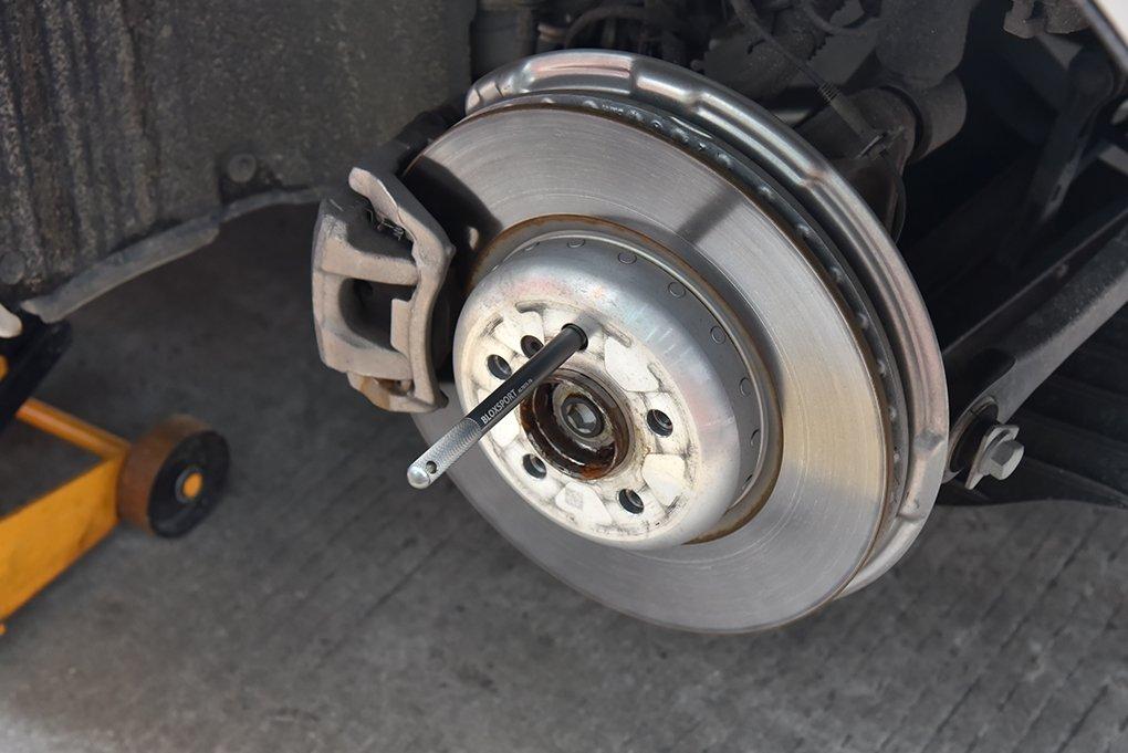 BLOXSPORT Forged 7075T6 Aluminum wheel hanger M12x1.5 1 piece wheel rim lug nut bolt stud guide instaltion alignment tool for older BMW Mercedes model