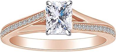 anillo con un diamante corte marquesa