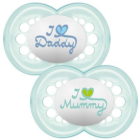 MAM - Conjunto de 2 chupetes escrito: Te amo mamá/papá, con esterilizable estuche de viaje, 6 meses, Azul (Azul)