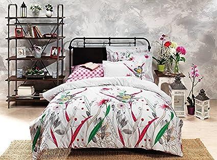 Suite matrimoniale con splendido letto imbottito queen size