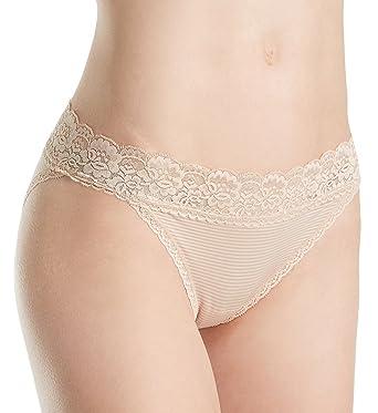 b694cff59bb85 Vanity Fair Women s Flattering Lace Bikini Panty 18280 at Amazon Women s  Clothing store